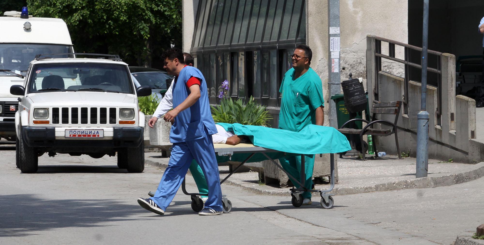 ФОТО: Дваесетина повредени полицајци пренесени во Ургентниот центар