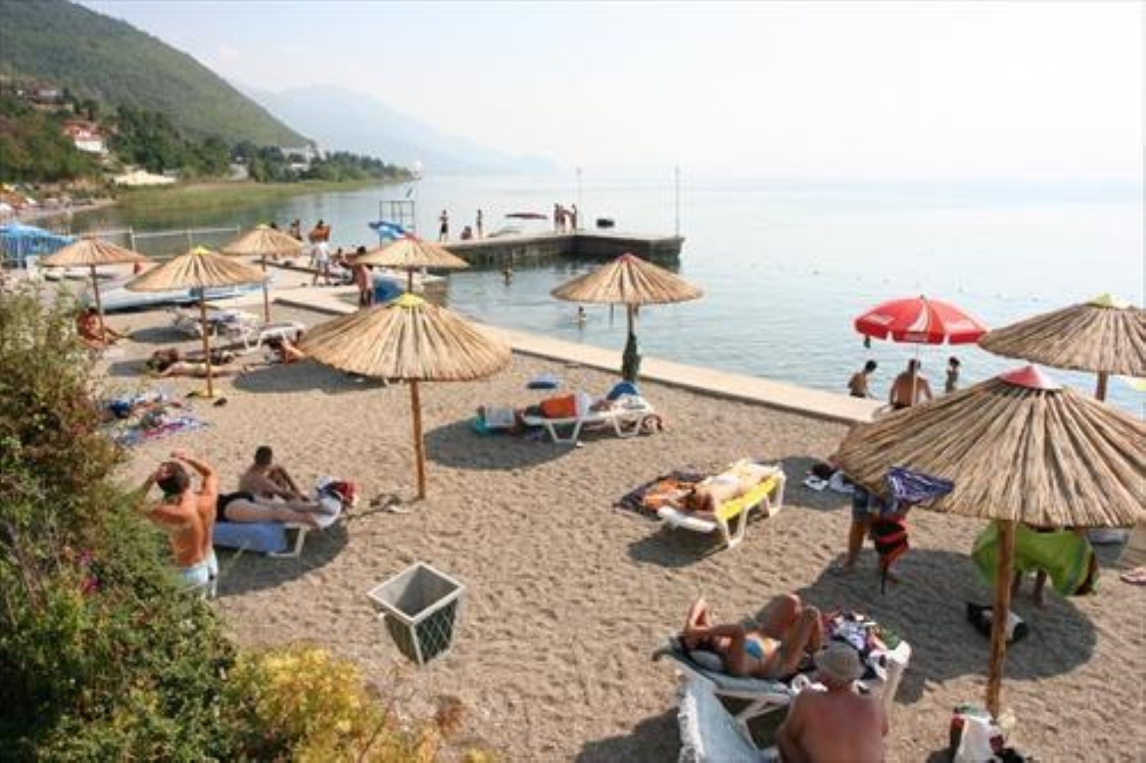 Туристичките работници од Охрид и Струга бараат одложување на учебната година