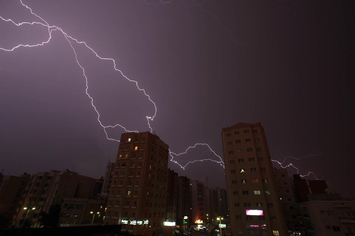 УХМР најавува пороен дожд, грмежи и засилен ветер