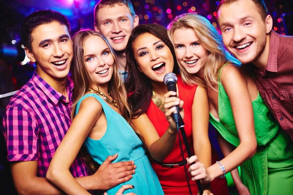 Пеењето со пријатели или во хор ја намалува анксиозноста