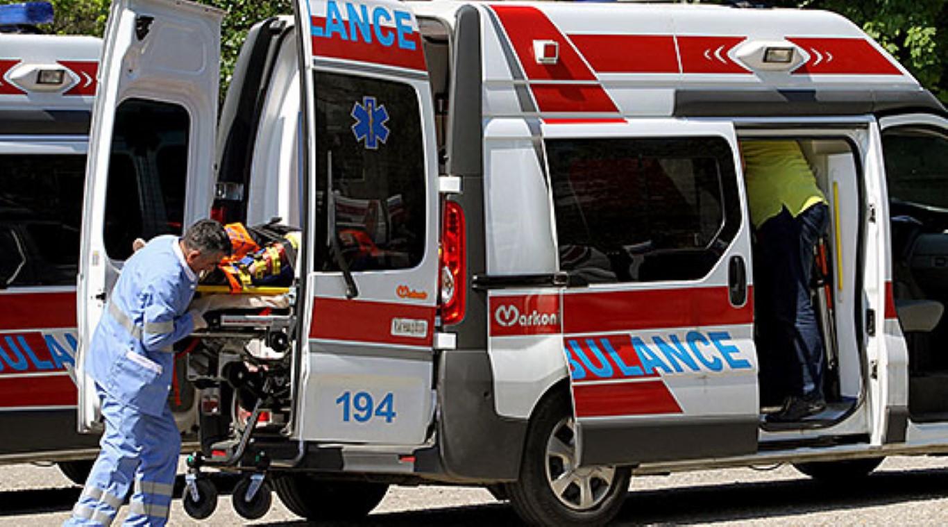 Тешко повредена девојка по пад од втори кат во Битола
