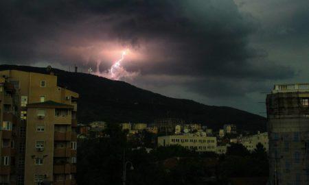 Силно невреме го зафати Скопје (ФОТО)