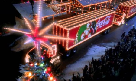 СЕ БЛИЖАТ ПРАЗНИЦИ: Погледнете ја новата божиќна реклама на Кока Кола (ВИДЕО)