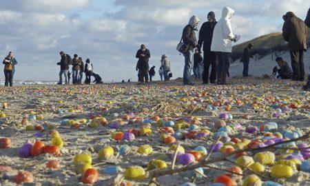 """На една германска плажа """"испливале"""" околу 100 илјади Киндер јајца"""