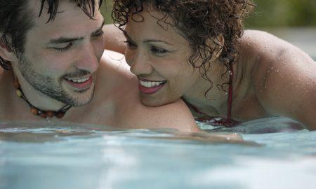 Жените најчесто ги изневеруваат своите партнери со помлади мажи
