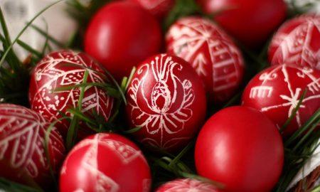 ТРАДИЦИЈА И ОБИЧАИ: Првото црвено јајце има магична моќ