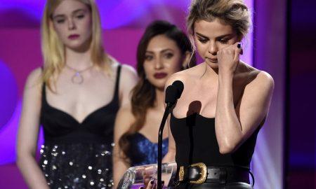 """ЖЕНА НА ГОДИНАТА: Селена Гомез плачејќи ја прими наградата од магазинот """"Билборд"""" (ВИДЕО)"""
