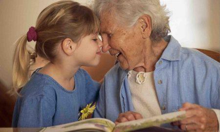 Дали бабите и дедовците треба да бидат платени за чувањето на внуците?