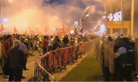 МВР објави видео од насилните протести пред Собранието (ВИДЕО)